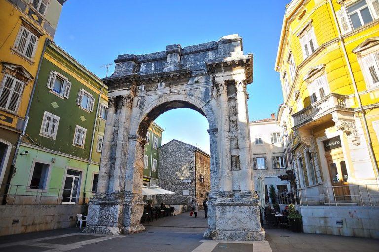 Pulski Forum, središnji trg